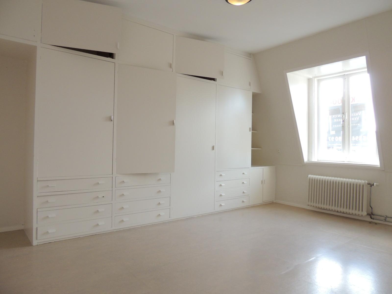 Beeklaan top floor 2br apartment furnished, The Hague