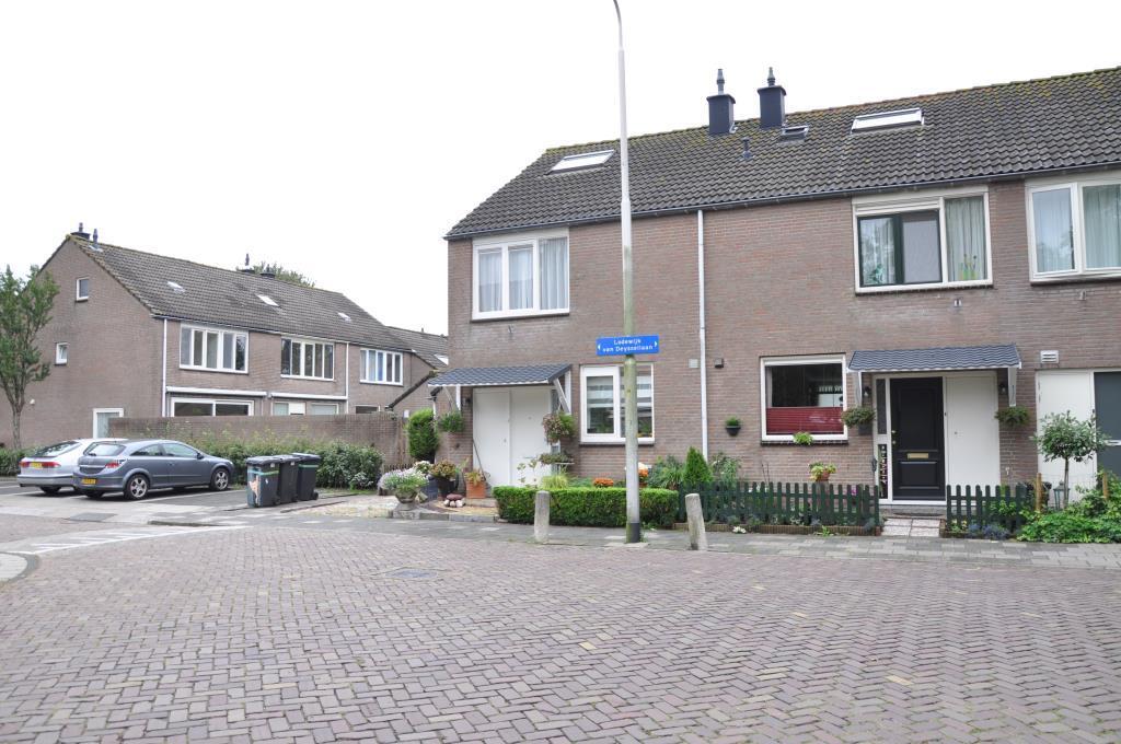 Lodewijk van Deyssellaan, Hillegom